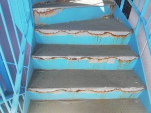 階段の修理