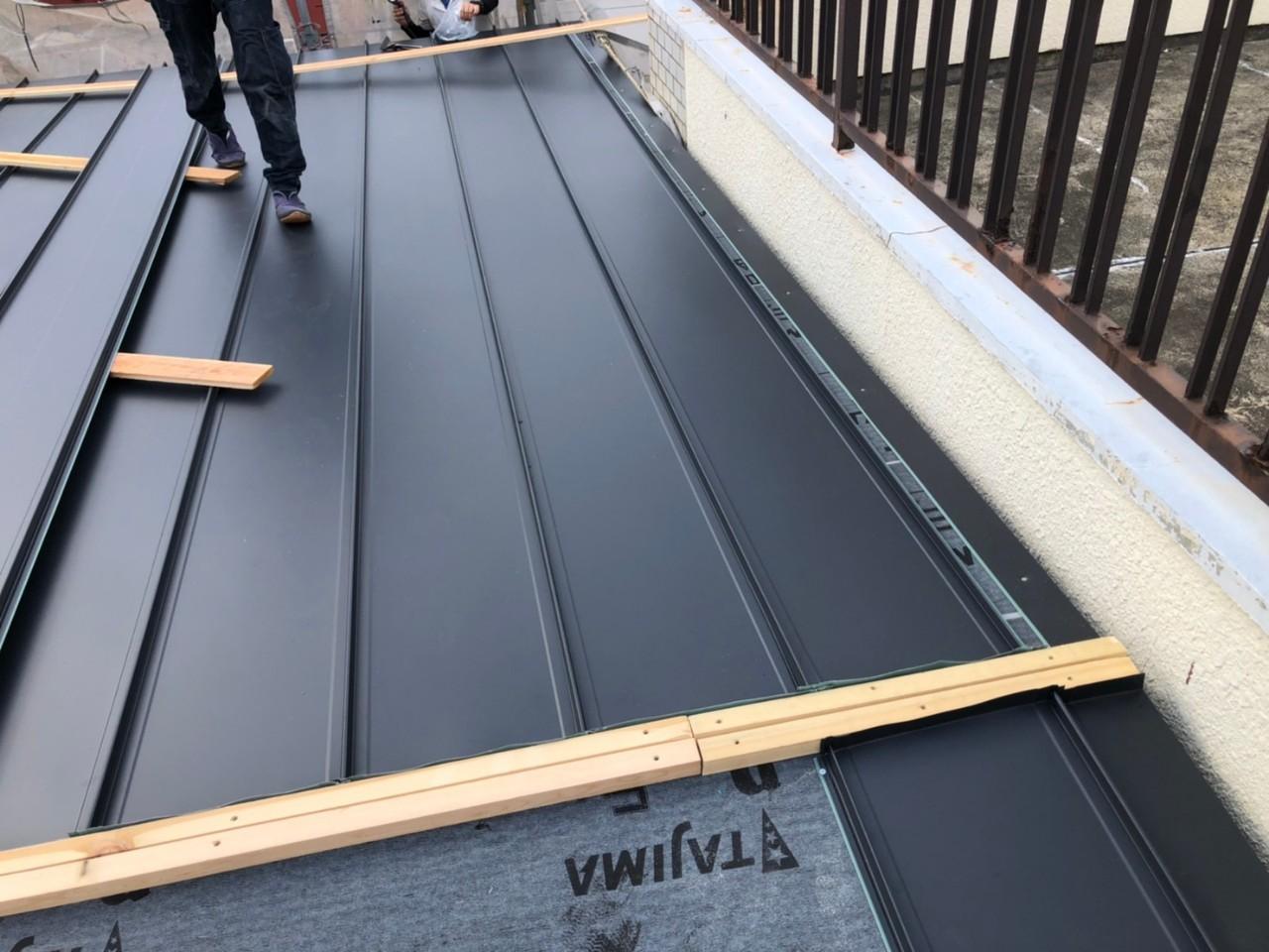 屋根材施工途中