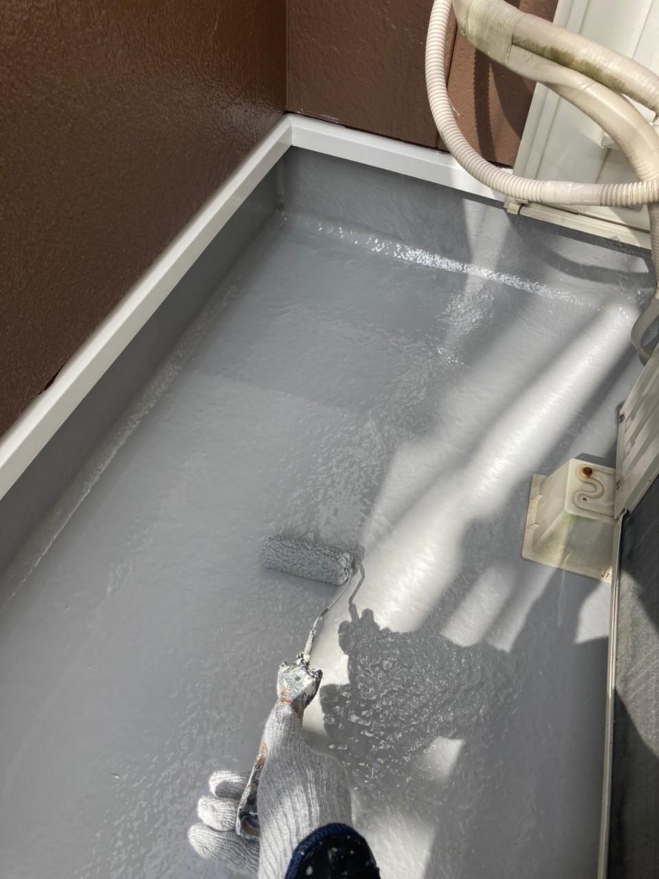 バルコニー床防水塗装作業